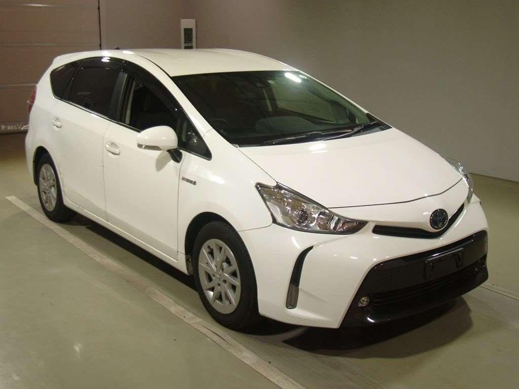 Motors Cars & parts Cars : 2018 Toyota Prius Alpha 1800cc hybrid 8 airbags abs alloys automatic