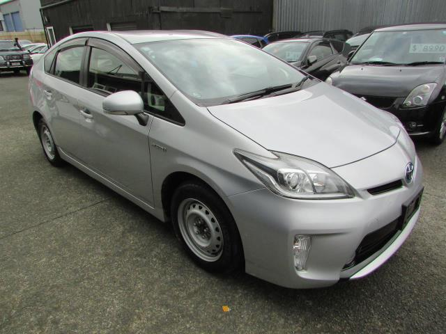 Motors Cars & Parts Cars : 2015 Toyota Prius 1.8 S Reverse Camera Smart Key Nice Alloywheels Good looking
