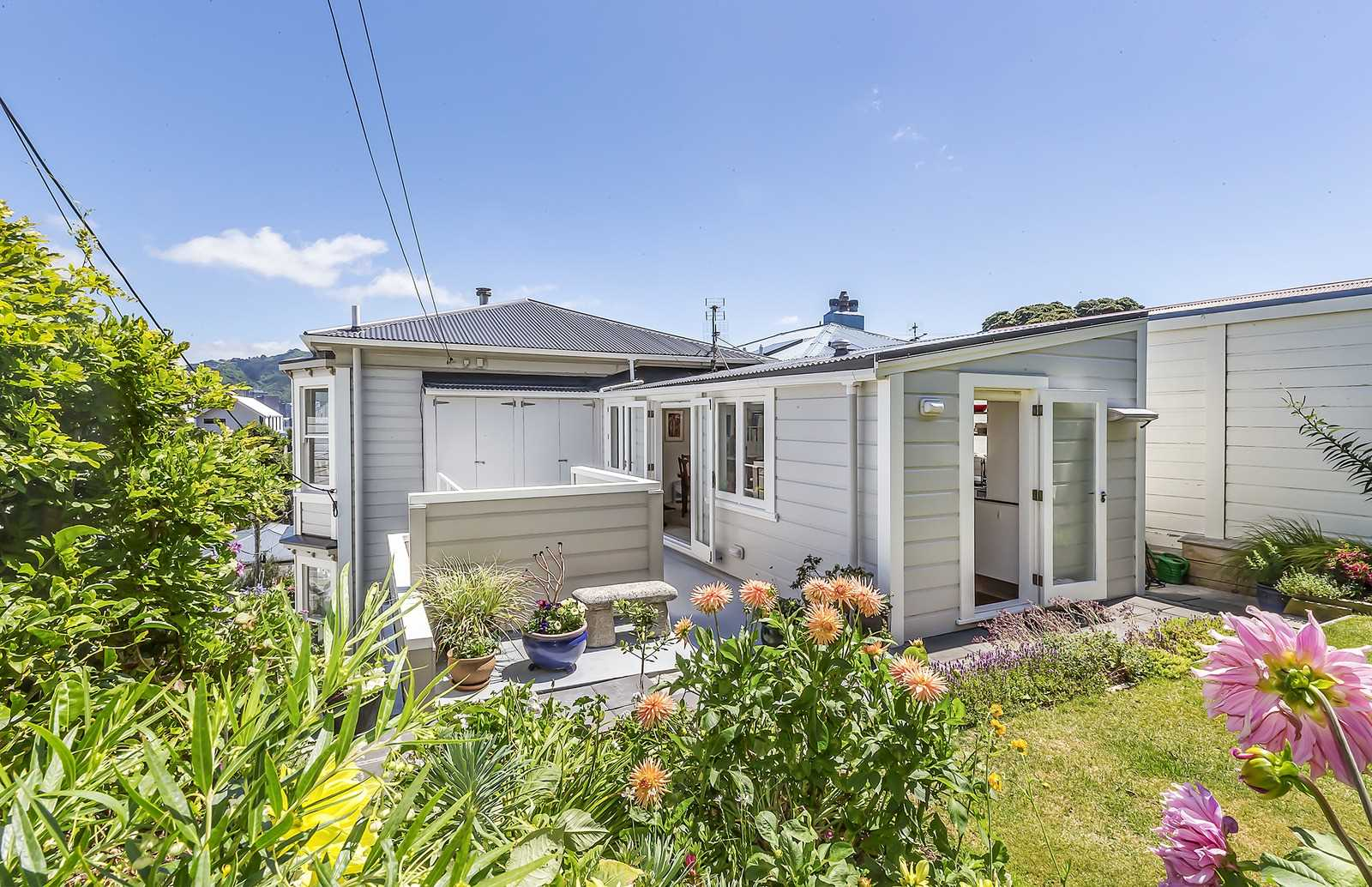 Real Estate For Rent Houses & Apartments : Executive top flat For Lease (two or three bedrooms you choose), Wellington